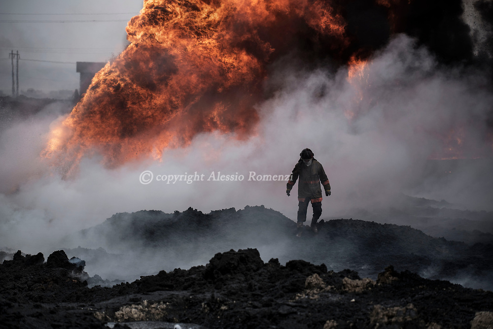Iraq, Qayyara: Iraqi firefighters work as they try to extinguish oil wells put on fire by ISIS members as they were retreating. Alessio Romenzi