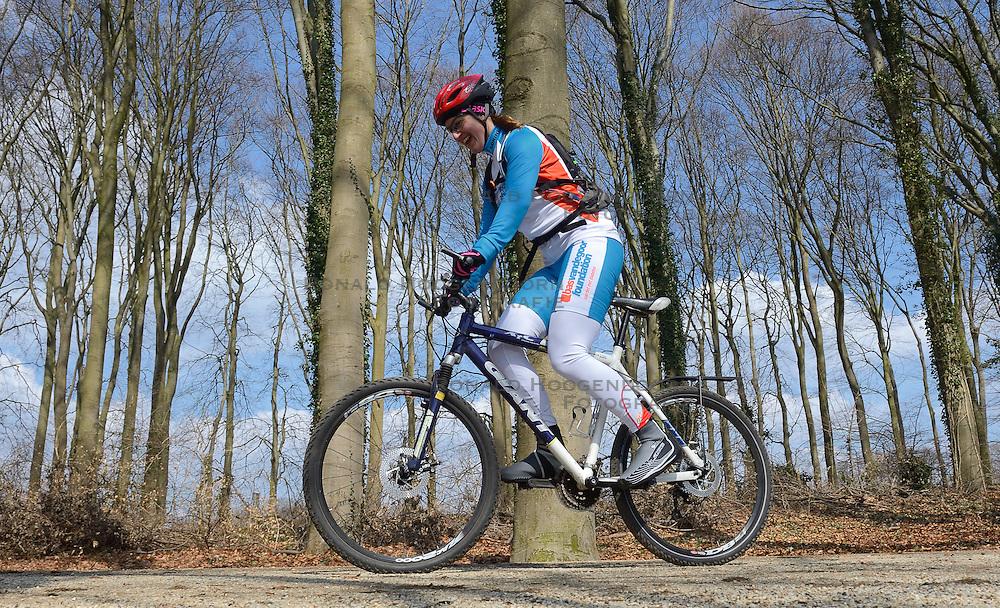 01-04-2013 ALGEMEEN: WE BIKE 2 CHANGE DIABETES: ARNHEM<br /> In de bossen bij Papendal werd de tweede meeting van de BvdGf gehouden met een fotosessie en een stukje biken / Natalie<br /> &copy;2013-FotoHoogendoorn.nl