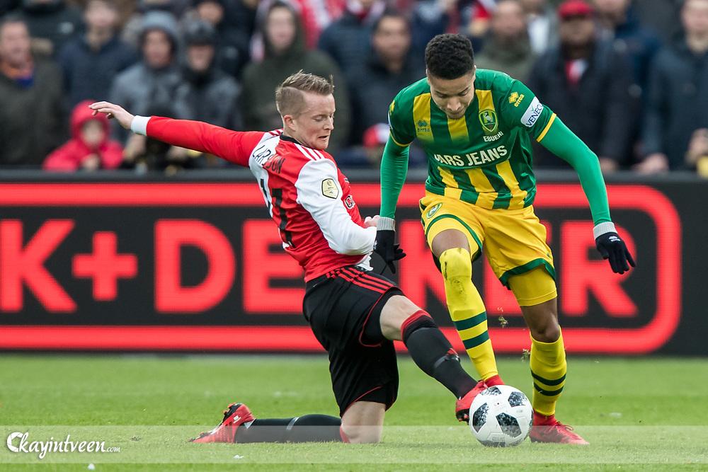 ROTTERDAM - Feyenoord - ADO Den Haag , Voetbal , Seizoen 2017/2018 , Eredivisie , Stadion Feijenoord de Kuip , 28-01-2018 , Feyenoord speler Sam Larsson (l) in duel met ADO Den Haag speler Tyronne Ebuehi (r)