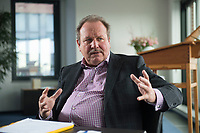 26 FEB 2016, BERLIN/GERMANY:<br /> Frank Bsirske, Vorsitzender der Vereinten Dienstleistungsgewerkschaft, ver.di, während einem Interview, in seinem Buero, ver.di Bundesverwaltung<br /> IMAGE: 20160226-01-024<br /> KEYWORDS: Büro