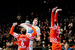 16.01.2020, Wiener Stadthalle, Wien, AUT, EHF Euro 2020, Kroatien vs Österreich, Hauptrunde, Gruppe I, im Bild v. l. Matej Hrstic (CRO), Lukas Herburger (AUT) // f. l. Matej Hrstic (CRO) Lukas Herburger (AUT) during the EHF 2020 European Handball Championship, main round group I match between Croatia and Austria at the Wiener Stadthalle in Wien, Austria on 2020/01/16. EXPA Pictures © 2020, PhotoCredit: EXPA/ Florian Schroetter