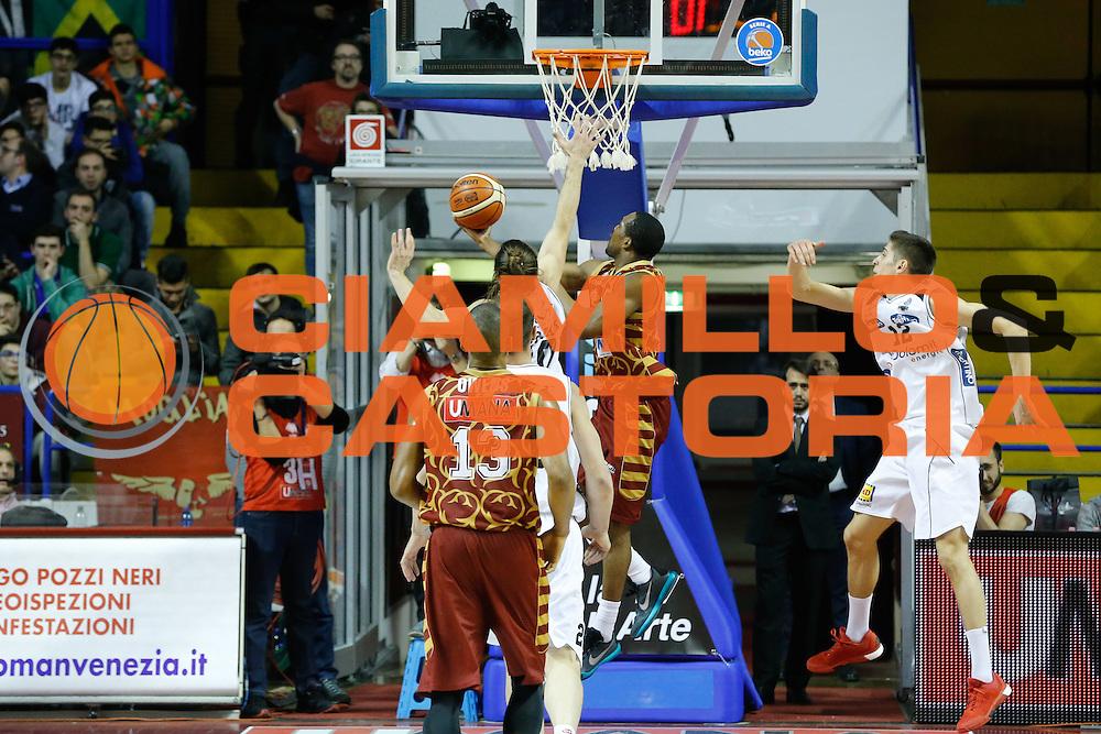 DESCRIZIONE : Venezia Lega A 2015-16 Umana Reyer Venezia Dolomiti Energia Trentino<br /> GIOCATORE : Mike Green<br /> CATEGORIA : Controcampo Tiro<br /> SQUADRA : Umana Reyer Venezia Dolomiti Energia Trentino<br /> EVENTO : Campionato Lega A 2015-2016<br /> GARA : Umana Reyer Venezia Dolomiti Energia Trentino<br /> DATA : 28/12/2015<br /> SPORT : Pallacanestro <br /> AUTORE : Agenzia Ciamillo-Castoria/G. Contessa<br /> Galleria : Lega Basket A 2015-2016 <br /> Fotonotizia : Venezia Lega A 2015-16 Umana Reyer Venezia Dolomiti Energia Trentino