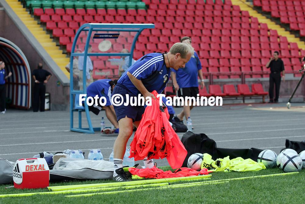 07.09.2004, Republican Stadium, Erevan, Armenia..P??valmentaja Antti Muurinen maajoukkueen harjoituksissa.©Juha Tamminen.....ARK:k