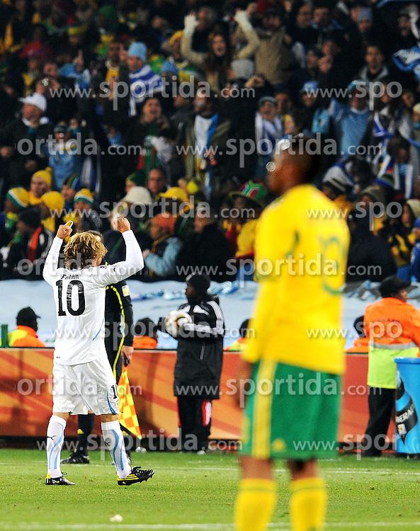 16.06.2010, Versfeld-Stadion, Pretoria, RSA, FIFA WM 2010, RSA, FIFA WM 2010, Südafrika vs Uruguay im Bild  Jubel von Diego Forlan (Uruguay), EXPA Pictures © 2010, PhotoCredit: EXPA/ InsideFoto/ G. Perottino, ATTENTION! FOR AUSTRIA AND SLOVENIA ONLY!!! / SPORTIDA PHOTO AGENCY