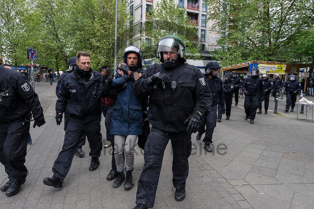 Polizisten nehmen w&auml;hrend eines unangemeldeten Stra&szlig;enfestes in Solidarit&auml;t mit Nordkurdistan und bedrohten Berliner Projekten am 16.05.2016 in Berlin, Deutschland eine Teilnehmerin fest. Ca 80 Menschen zeigten bei dem Fest Solidarit&auml;t mit den Menschen in Nordkurdistan und bedrohte sozialen Projekten in Berlin. Die Polizei nahm mindestens sechs Demonstranten in Gewahrsam. Foto: Markus Heine / heineimaging<br /> <br /> ------------------------------<br /> <br /> Ver&ouml;ffentlichung nur mit Fotografennennung, sowie gegen Honorar und Belegexemplar.<br /> <br /> Bankverbindung:<br /> IBAN: DE65660908000004437497<br /> BIC CODE: GENODE61BBB<br /> Badische Beamten Bank Karlsruhe<br /> <br /> USt-IdNr: DE291853306<br /> <br /> Please note:<br /> All rights reserved! Don't publish without copyright!<br /> <br /> Stand: 05.2016<br /> <br /> ------------------------------w&auml;hrend eines unangemeldeten Stra&szlig;enfestes in Solidarit&auml;t mit Nordkurdistan und bedrohten Berliner Projekten am 16.05.2016 in Berlin, Deutschland. Ca 80 Menschen zeigten bei dem Fest Solidarit&auml;t mit den Menschen in Nordkurdistan und bedrohte sozialen Projekten in Berlin. Die Polizei nahm mindestens sechs Demonstranten in Gewahrsam. Foto: Markus Heine / heineimaging<br /> <br /> ------------------------------<br /> <br /> Ver&ouml;ffentlichung nur mit Fotografennennung, sowie gegen Honorar und Belegexemplar.<br /> <br /> Bankverbindung:<br /> IBAN: DE65660908000004437497<br /> BIC CODE: GENODE61BBB<br /> Badische Beamten Bank Karlsruhe<br /> <br /> USt-IdNr: DE291853306<br /> <br /> Please note:<br /> All rights reserved! Don't publish without copyright!<br /> <br /> Stand: 05.2016<br /> <br /> ------------------------------