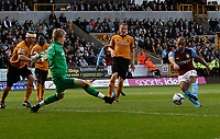 Photo: Steve Bond/Richard Lane Photography. Wolverhampton Wanderers v Aston Villa. Barclays Premiership 2009/10. 24/10/2009. Gabriel Agbonlahor fires Villa in front