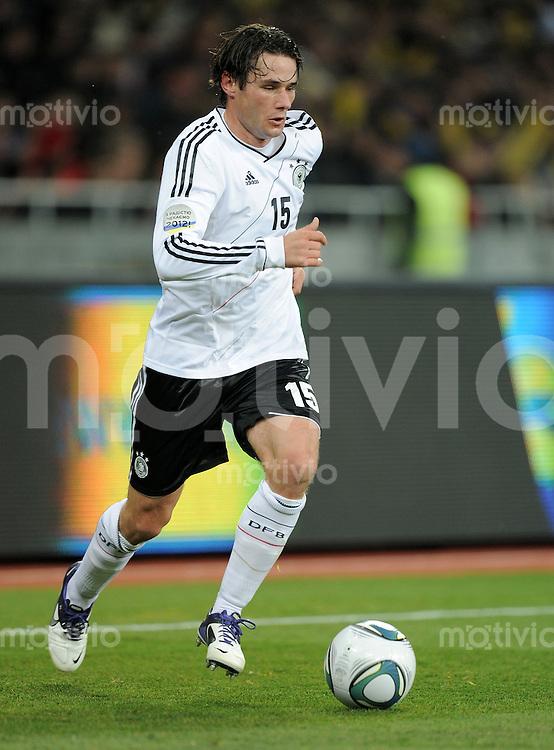 FUSSBALL INTERNATIONALES TESTSPIEL  11.11.2011  Ukraine - Deutschland Christian TRAESCH (Deutschland) Einzelaktion am Ball