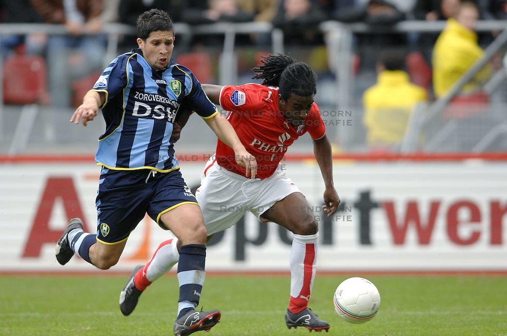 22-10-2006 VOETBAL: UTRECHT - DEN HAAG: UTRECHT<br /> FC Utrecht wint in eigenhuis met 2-0 van FC Den Haag /  Said Bakkati en Darl Douglas<br /> &copy;2006-WWW.FOTOHOOGENDOORN.NL