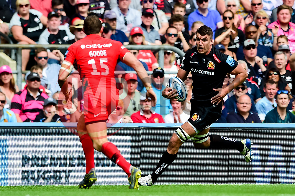 Sam Skinner of Exeter Chiefs is marked by Alex Goode of Saracens - Mandatory by-line: Ryan Hiscott/JMP - 01/06/2019 - RUGBY - Twickenham Stadium - London, England - Exeter Chiefs v Saracens - Gallagher Premiership Rugby Final