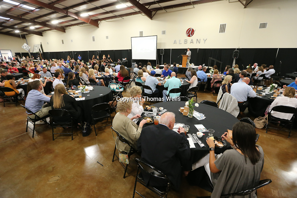 Hundreds of business owners, community leaders and others gathered Thursday night for the Daily Journal Reader's Choice Awards.