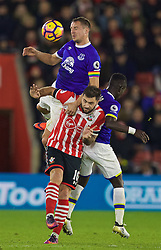 SOUTHAMPTON, ENGLAND - Saturday, November 19, 2016: Everton's captain Phil Jagielka challenges Southampton's Charlie Austin during the FA Premier League match at St. Mary's Stadium. (Pic by David Rawcliffe/Propaganda)