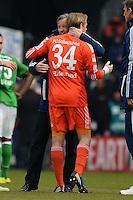 FUSSBALL   1. BUNDESLIGA   SAISON 2012/2013    28. SPIELTAG SV Werder Bremen - FC Schalke 04                          06.04.2013 Trainer Jens Keller (li) und Timo Hildebrand (re, beide FC Schalke 04) freuen sich nach dem Abpfiff
