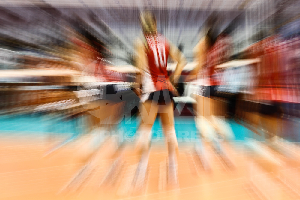 SAO PAULO, SP, 09.08.2014 - GRAN PRIX VOLEI FEMININO - Larson, jogadora da seleção norte americana, durante partida entre EUA x KOREA, válida pelo Grand Prix 2014 de Vôlei Feminino no ginásio do Ibirapuera neste sábado, 09.( Foto Geovani Velasquez - Brazil Photo Press).