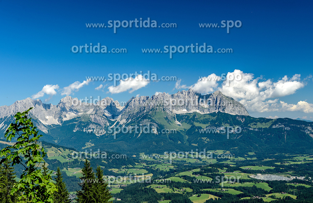 THEMENBILD - Das Bergpanorama des Wilden Kaisers, aufgenommen am 26. Juni 2017, Kitzbühel, Österreich // The mountain panorama of the Wilden Kaisers at the Streif, Kitzbühel, Austria on 2017/06/26. EXPA Pictures © 2017, PhotoCredit: EXPA/ Stefan Adelsberger