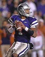 Kansas State quarterback Josh Freeman drops back to pass against Texas at Bill Snyder Family Stadium in Manhattan, Kansas, November 11, 2006.  The Wildcats upset the 4th ranked Longhorns 45-42.<br />
