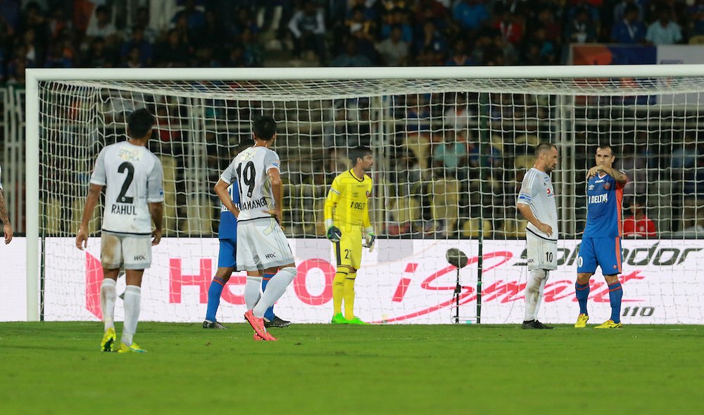 FC Pune City players and FC Goa players during the match 8 of the Indian Super League (ISL) season 3 between FC Goa and FC Pune City held at the Fatorda Stadium in Goa, India on the 8th October 2016.<br /> <br /> Photo by Vipin Pawar / ISL/ SPORTZPICS