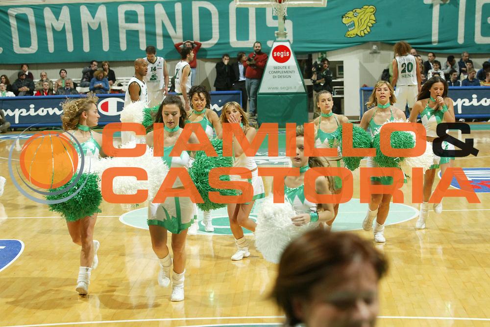 DESCRIZIONE : Siena Lega A1 2005-06 Montepaschi Siena Climamio Fortitudo Bologna <br /> GIOCATORE : Cheerleaders <br /> SQUADRA : Montepaschi Siena <br /> EVENTO : Campionato Lega A1 2005-2006 <br /> GARA : Montepaschi Siena Climamio Fortitudo Bologna <br /> DATA : 08/01/2006 <br /> CATEGORIA : <br /> SPORT : Pallacanestro <br /> AUTORE : Agenzia Ciamillo-Castoria/G.Ciamillo