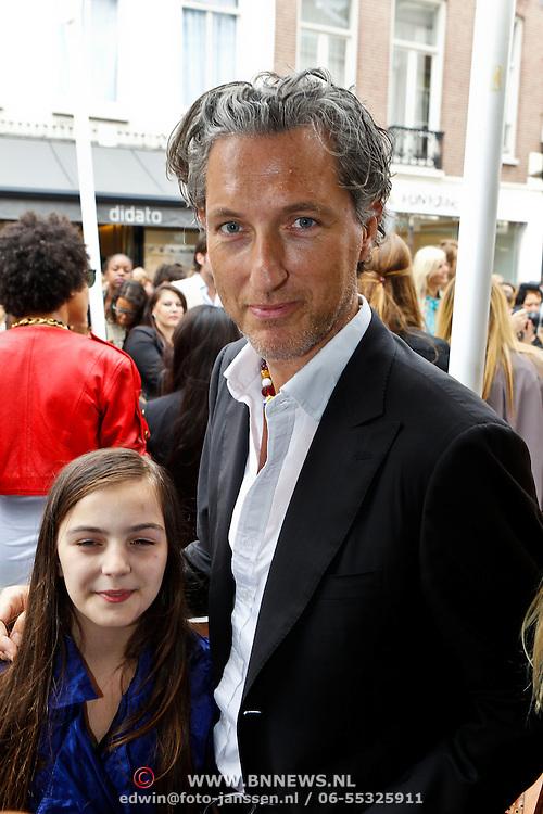 NLD/Amsterdam/20100822 - Grazia PC Catwalk 2010, Marcel Wanders met dochter