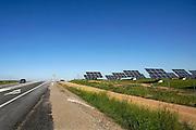 Spanje, Zafra, 6-5-2010Een terrein vol zonnepanelen vormt een energiecentrale die stroom opwekt. In het zuiden van Spanje staan al veel zonnecentrales. Solar panels create electricity.Foto: Flip Franssen/Hollandse Hoogte