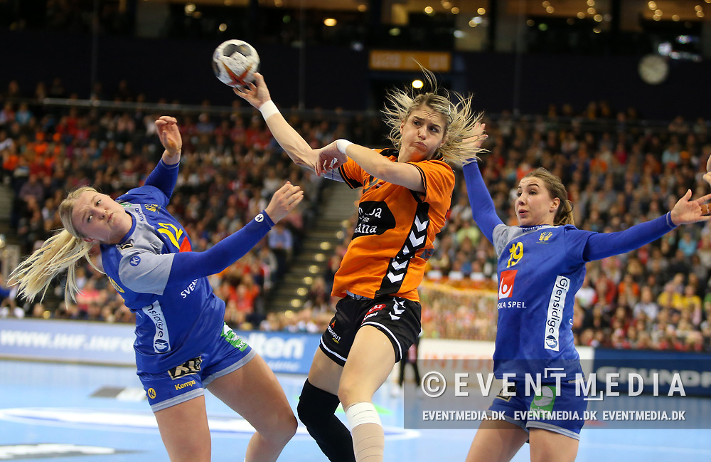 Estavana Polman (#79, Netherlands). Bronze medal match between Sweden and Netherlands at the 2017 IHF Women's World Championship in Barclaycard Arena, Hamburg, Germany, 17.12.2017. Photo Credit: Allan Jensen/EVENTMEDIA.