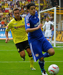 22.08.2010, Signal Iduna Park, GER, Hinrunde 2010/2011, Borussia Dortmund vs Bayer 04 Leverkusen, im Bild: Tranquillo Barnetta (Bayer 04 Leverkusen SUI #7) vs Mario G^tze / Goetze (Dortmund GER #31), EXPA Pictures © 2010, PhotoCredit: EXPA/ nph/  Scholz..+++++ ATTENTION - OUT OF GER +++++ / SPORTIDA PHOTO AGENCY