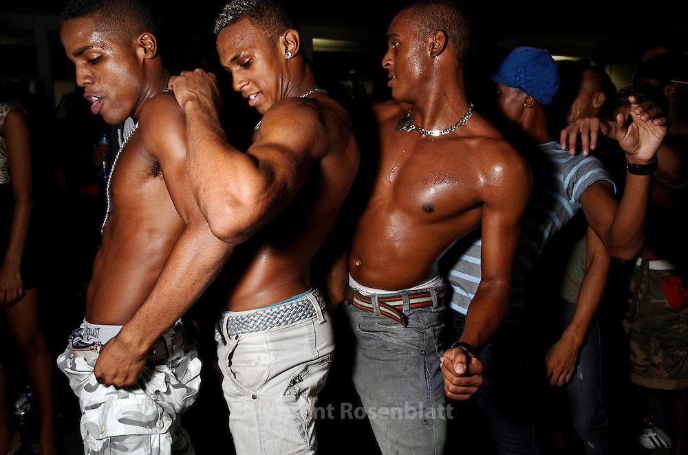 Brazilian sex party baile funk proibido - 3 6