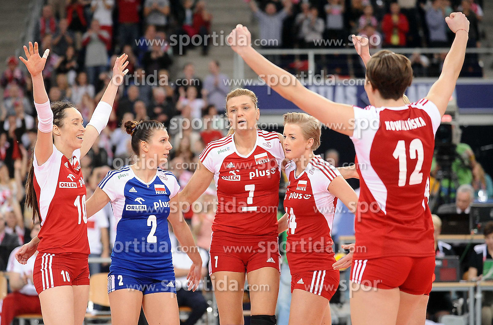 04.01.2014, Atlas Arena, Lotz, POL, FIVB, Damen WM Qualifikation, Polen vs Spanien, im Bild RADOSC KATARZYNA MROCZKOWSKA MARIOLA ZENIK MALGORZATA GLINKA-MOGENTALE JOANNA WOLOSZ IZABELA KOWALINSKA // RADOSC KATARZYNA MROCZKOWSKA MARIOLA ZENIK MALGORZATA GLINKA-MOGENTALE JOANNA WOLOSZ IZABELA KOWALINSKA during the ladies FIVB World Championship qualifying match between Poland and Spain at the Atlas Arena in Lotz, Poland on 2014/01/04. EXPA Pictures &copy; 2014, PhotoCredit: EXPA/ Newspix/ Lukasz Laskowski<br /> <br /> *****ATTENTION - for AUT, SLO, CRO, SRB, BIH, MAZ, TUR, SUI, SWE only*****
