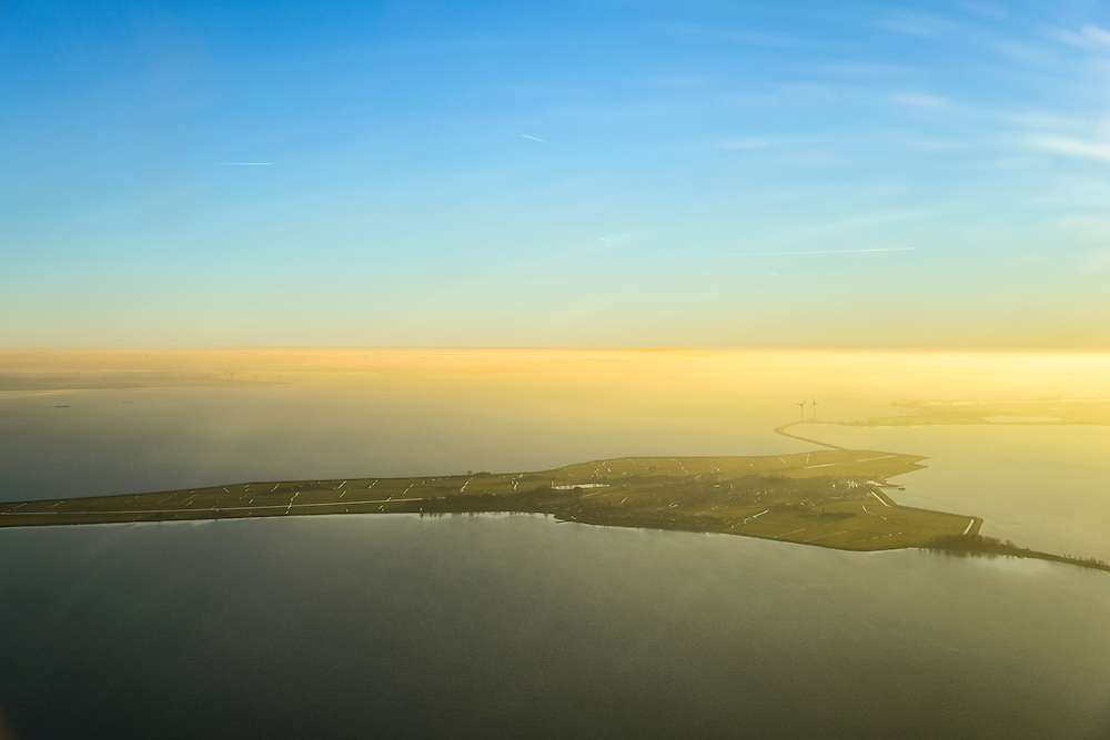 Nederland, Noord-Holland, Marken, 11-12-2013; het eiland Marken in de winter en bij zonsondergang.<br /> The island of Marken with winter sunset<br /> luchtfoto (toeslag op standaard tarieven);<br /> aerial photo (additional fee required);<br /> copyright foto/photo Siebe Swart.