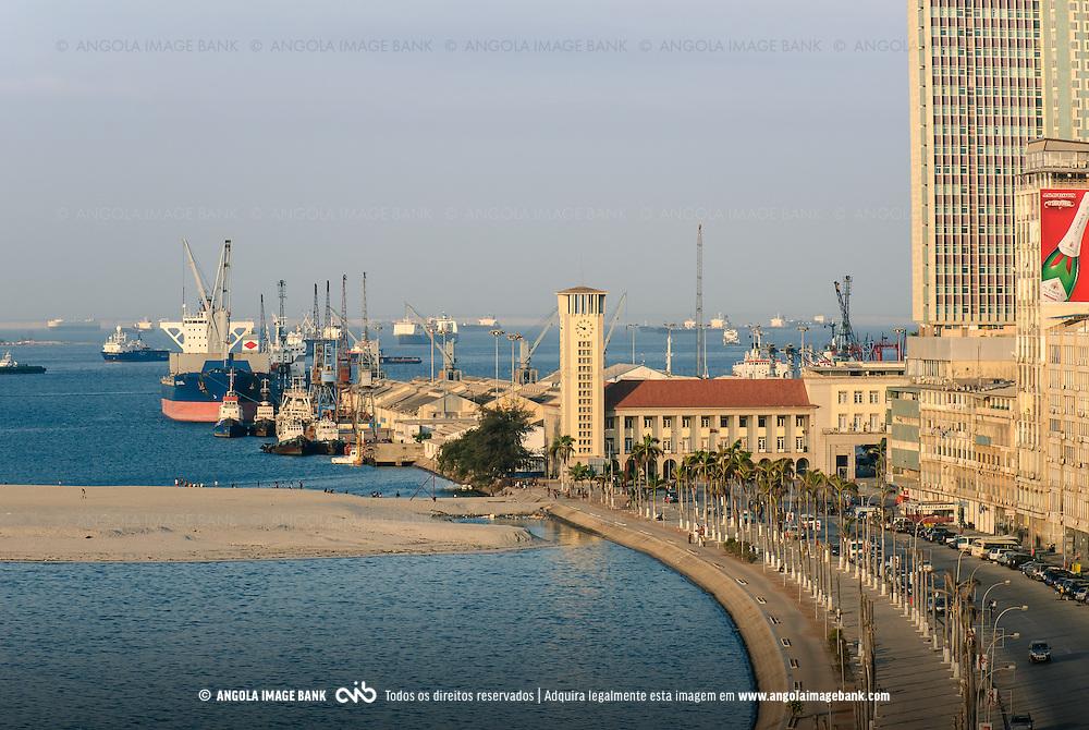 Vista para o Porto de Luanda, Capitania, Hotel Presidente Meridien, Marginal - Avenida 4 de Fevereiro. Angola