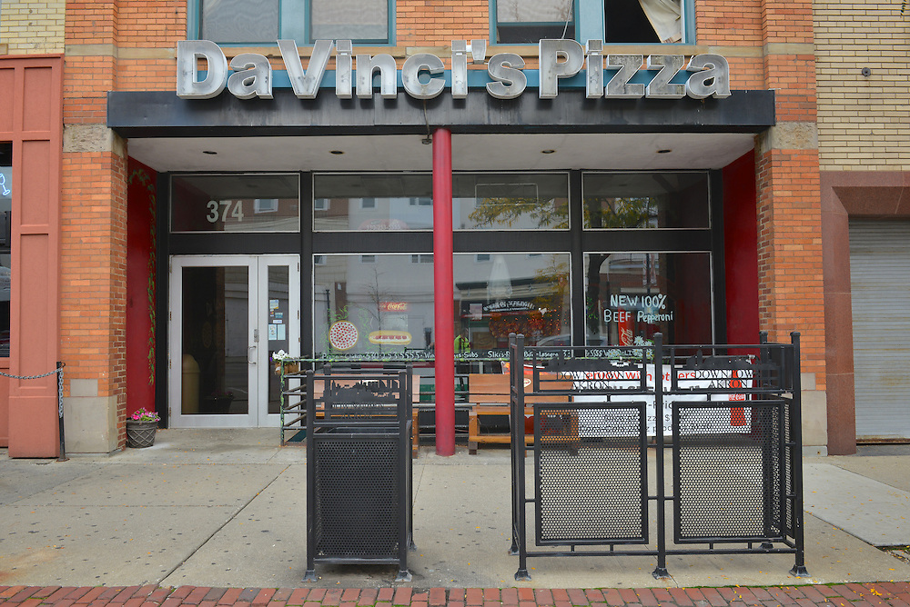 Exterior view of DaVinci's Pizza