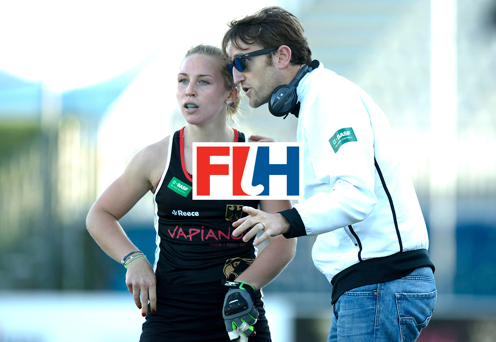AUCKLAND - Sentinel Hockey World League final women<br /> Match id: 10303<br /> 13 GER v KOR (QF) 3-3<br /> Korea in to semi after shoot out.<br /> Foto:  Xavier RECKINGER Head Coach talking with Nike Lorenz .<br /> WORLDSPORTPICS COPYRIGHT FRANK UIJLENBROEK