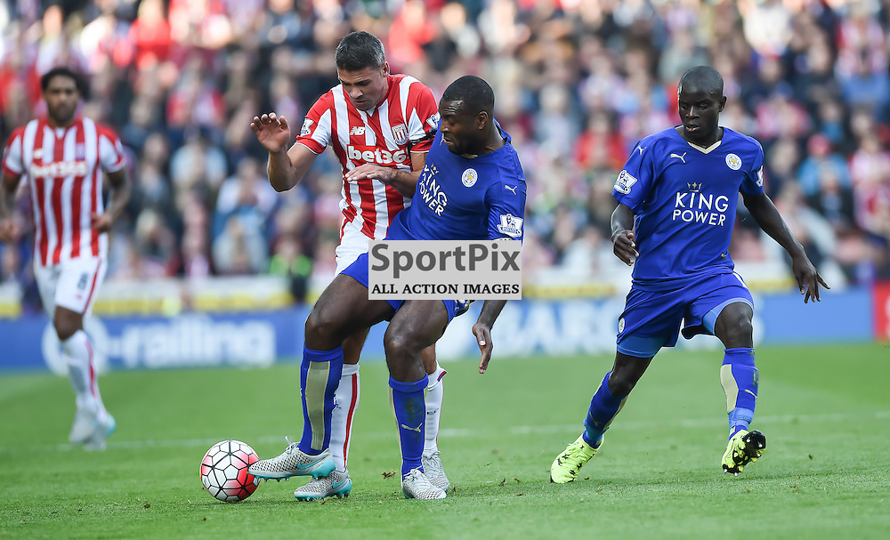 Jonathan Walters can't find a way past Wes Morgan (c) Simon Kimber | SportPix.org.uk
