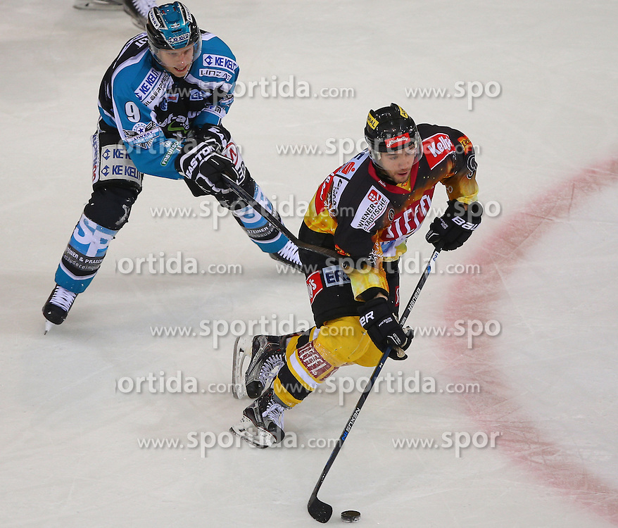 20.12.2015, Albert Schultz Eishalle, Wien, AUT, EBEL, UPC Vienna Capitals vs EHC Liwest Black Wings Linz, 33. Runde, im Bild Jason Ulmer (EHC Liwest Black Wings Linz) und Nikolaus Hartl (UPC Vienna Capitals) // during the Erste Bank Icehockey League 33rd Round match between UPC Vienna Capitals and EHC Liwest Black Wings Linz at the Albert Schultz Ice Arena, Vienna, Austria on 2015/12/20. EXPA Pictures © 2015, PhotoCredit: EXPA/ Thomas Haumer