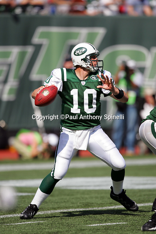 EAST RUTHERFORD, NJ - OCTOBER 1:  Quarterback Chad Pennington #10 of the New York Jets unloads a pass against the Indianapolis Colts at the Meadowlands on October 1, 2006 in East Rutherford, New Jersey. The Colts defeated the Jets 31-28. ©Paul Anthony Spinelli *** Local Caption *** Chad Pennington