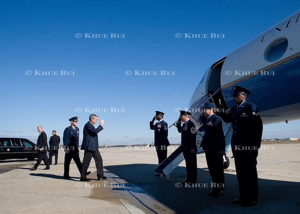 President Bush walks to Air Force One Saturday, October 29, 2006, at Andrews Air Force Base, Maryland (MD)...Photo by Khue Bui