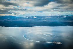 Navio de cruzeiro visto próximo a cidade de Ushuaia, conhecida como Fim do Mundo, com Cordilheira dos Andes ao fundo. FOTO: Jefferson Bernardes/ Agência Preview