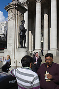 WW1 war memorial and modern Londoners at Conhill in the City of London.