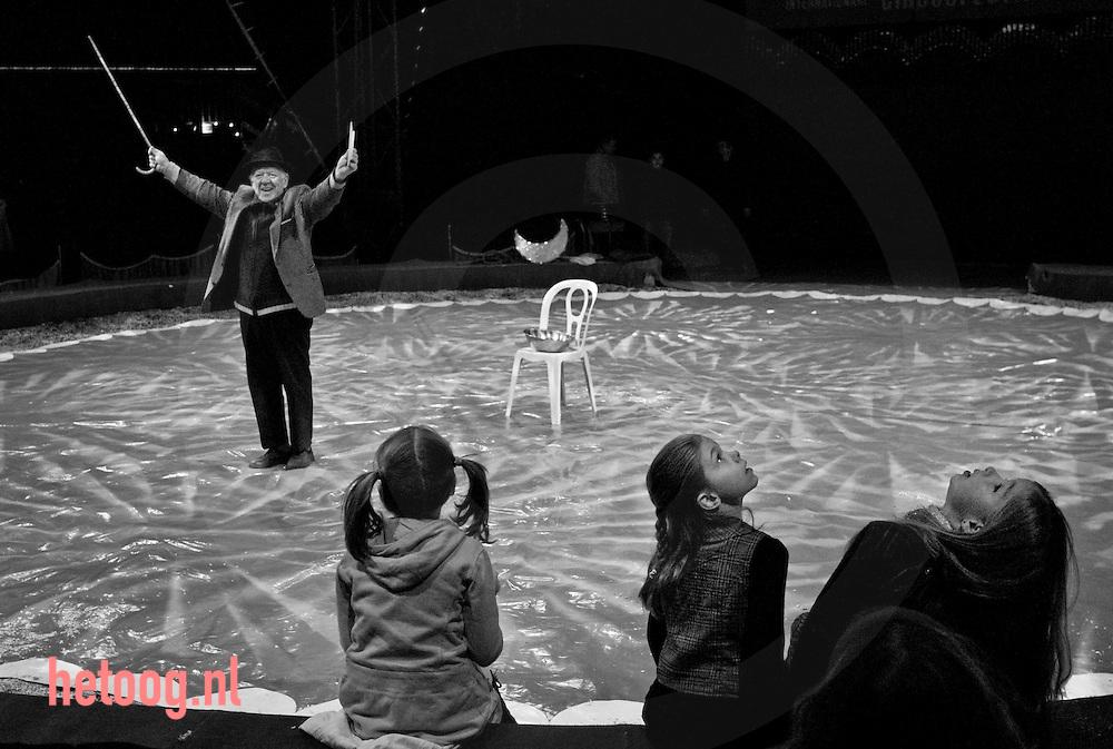 hetOOG waar: internationaal circusfestival Volkspark Enschede Wat: generalerepetitie Popov Wanneer: woensdag 16 december 2009 14:54