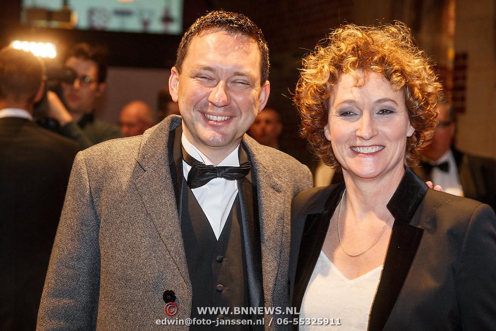 NLD/Amsterdam/20160210 - gasten arriveren bij Correspondents' Dinner 2016, Dominique van Heijden en ..............
