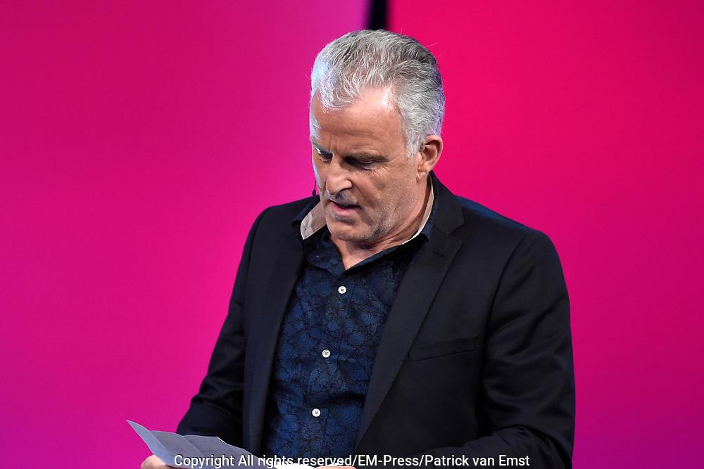 Eerste liveshow van MindMasters, een zoektocht naar de beste mindmaster van Nederland  in Studio Aalsmeer.<br /> <br /> Op de foto:  Peter R de Vries