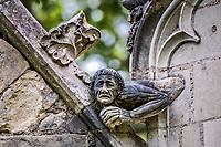 L'ecorche<br />La chapelle de Bethl&eacute;em est une chapelle vou&eacute;e au culte catholique romain, situ&eacute;e &agrave; St Jean de Boiseau, en Loire-Atlantique.<br /> Le monument est construit au XVe&nbsp;si&egrave;cle, mais c&lsquo;est sa r&eacute;novation en 1995 qui le fait passer &agrave; la post&eacute;rit&eacute;.  Restaur&eacute;e par le sculpteur Jean-Louis Boistel,qui reprend  les codes de la&nbsp;mythologie, du&nbsp;christianisme et de l'&eacute;poque contemporaine, la chapelle se pare de sculptures pour le moins surprenantes :  gremlins, aliens et m&ecirc;me Goldorak.<br /> L&rsquo;origine sacr&eacute;e du lieu vient de la pr&eacute;sence d&lsquo;une source, aupr&egrave;s de laquelle, initialement, le&nbsp;druidisme&nbsp;cr&eacute;e une c&eacute;r&eacute;monie &agrave;&nbsp;Beltane, afin de c&eacute;l&eacute;brer la f&eacute;condit&eacute;. <br /> Les chim&egrave;res sont les suivantes&nbsp;:<br /> - pinacle&nbsp;nord-ouest, dit de l&lsquo;&acirc;me &laquo;&nbsp;l&lsquo;Homme&nbsp;&raquo;:<br /> &bull;un&nbsp;sanglier&nbsp;(traque du spirituel)<br /> &bull;un&nbsp;centaure&nbsp;(conflits entre instinct et raison)<br /> &bull;Sainte Anne&nbsp;a l&lsquo;ancre (fermet&eacute;, solidit&eacute;, tranquillit&eacute;, fid&eacute;lit&eacute;)<br /> &bull;Adam&nbsp;<br /> - l&rsquo;archivolte, pr&eacute;sentant l&rsquo;arbre de vie<br /> - pinacle&nbsp;ouest, dit de l&lsquo;&acirc;me &laquo;&nbsp;la Femme&nbsp;&raquo;:<br /> &bull;&Egrave;ve<br /> &bull;une&nbsp;triade&nbsp;(Alma,&nbsp;Dahud&nbsp;et&nbsp;Malgwen)<br /> &bull;une&nbsp;sir&egrave;ne&nbsp;(luxure)<br /> &bull;un&nbsp;serpent&nbsp;(le fantasme et le myst&egrave;re)&nbsp;<br /> - pinacle&nbsp;sud-ouest, dit de l&lsquo;inconscient<br /> &bull;Goldorak&nbsp;(droiture, chevalier des temps modernes)<br /> &bull;un&nbsp;Gremlin&nbsp;(mauvais monstre de l&lsquo;homme)<br /> &bull;Gizmo&nbsp;(bon monstre qu&lsquo;est l&lsquo;homme)<br /> &bull;l&lsquo;ironie&nbsp;(arrogance de l&lsquo;homme)&nbsp;<br /