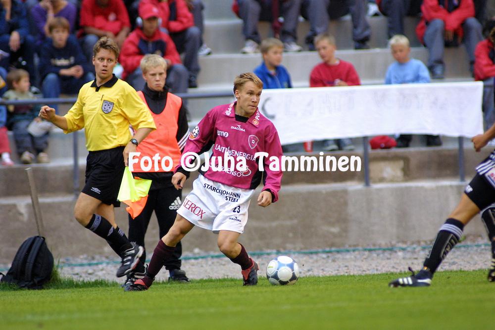 10.07.2001 Helsinki, Finland. Veikkausliiga, FC Jokerit v FC Lahti. Teemu Lampinen (FC Lahti)..©JUHA TAMMINEN