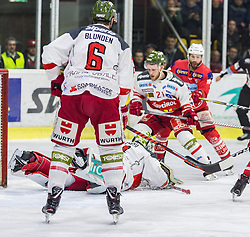 22.03.2019, Stadthalle, Klagenfurt, AUT, EBEL, EC KAC vs HCB Suedtirol Alperia, Viertelfinale, 5. Spiel, im Bild Mike BLUNDEN (HCB Suedtirol Alperia, #6), Jacob SMITH (HCB Suedtirol Alperia, #1), Daniel GLIRA (HCB Suedtirol Alperia, #21), Thomas KOCH (EC KAC, #18) // during the Erste Bank Icehockey 5th quarterfinal match between EC KAC and HCB Suedtirol Alperia at the Stadthalle in Klagenfurt, Austria on 2019/03/22. EXPA Pictures © 2019, PhotoCredit: EXPA/ Gert Steinthaler
