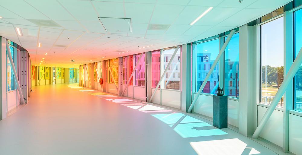 Verbindingsbrug Prinses Máxima Centrum, realisatie Medicomzes. Ontwerp Liag Architecten. Winnaar Exterior Category 2018 Vanceva® World of Color Awards™