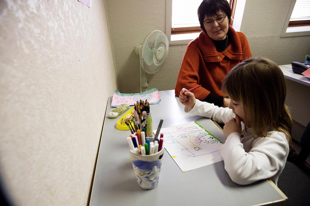 Une psychologue travaille a temps plein a la La Chaumiere, Maison d'enfants à caractere social. Vilcey-sur-Trey (54), France. 10 mars 2010. Photo : Antoine Doyen