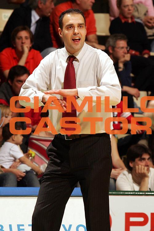 DESCRIZIONE : Siena Lega A1 2005-06 Montepaschi Siena Basket Livorno <br /> GIOCATORE : Moretti <br /> SQUADRA : Basket Livorno <br /> EVENTO : Campionato Lega A1 2005-2006 <br /> GARA : Montepaschi Siena Basket Livorno <br /> DATA : 23/04/2006 <br /> CATEGORIA : Ritratto <br /> SPORT : Pallacanestro <br /> AUTORE : Agenzia Ciamillo-Castoria/P.Lazzeroni