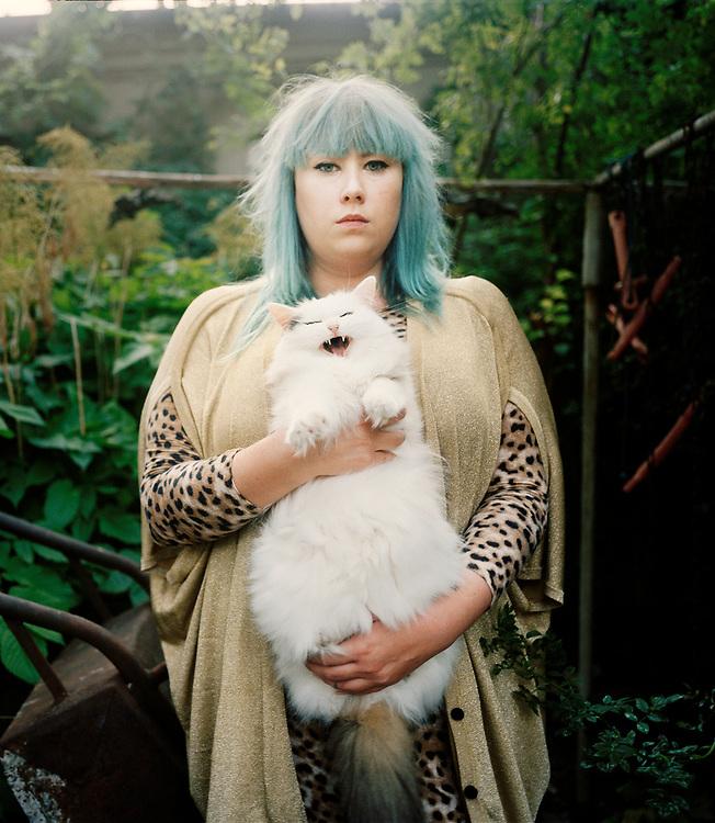 Katt People<br /> Vera &amp; Mittens