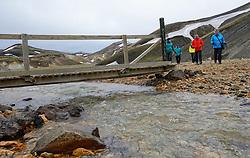 05-07-2014 NED: Iceland Diabetes Challenge dag 1, Landmannalaugar <br /> Vandaag ging de challenge van start. Met een bus gingen we van Vogar naar Landmannalaugar en zagen we de eerste tekenen van het prachtige landschap van IJsland / Henk, Sandra