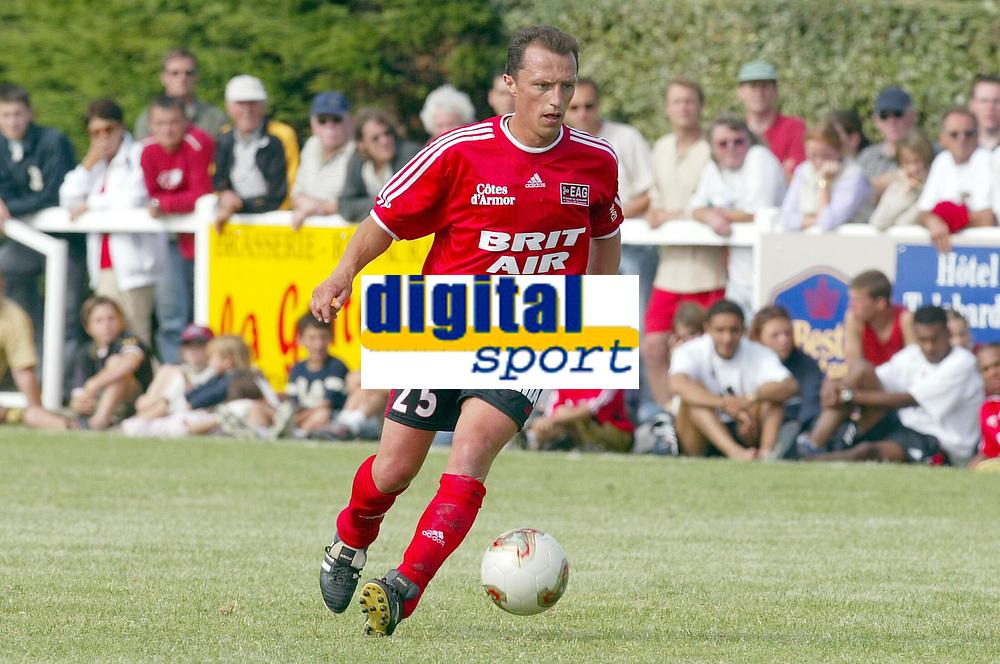 FOTBALL - SEASON 2003/2004 - FRIENDLY GAME - EA GUINGAMP v LOCAL SELECTION - 030704 - STEPHANE CARNOT (GUI) - PHOTO PIERRE MINIER / DIGITALSPORT