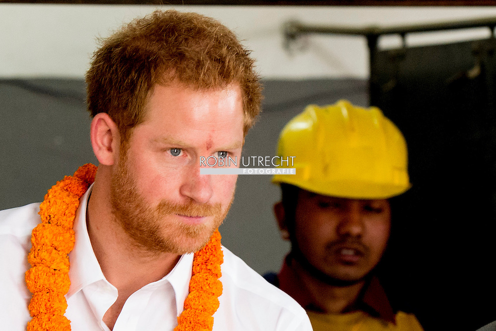 23-3-2016 BHAKTAPUR - kathmandu Prince Harry visit the Samo Thimi Technical School, which provides technical training for young people. Each year, more than 1000 youngsters attend classes in practical skills including metalwork, plumbing, printing, textiles and electrical work; 80% of participants come from underprivileged backgrounds. Consistent with the goals of the Girl Summit, many of those benefitting from this facility are young women, who are under-represented in Nepal's formal labour market. The Samo Thimi Technical School has been a recipient of UK funding through DFID. Prince Harry during a 5 day visit to Nepal COPYRIGHT ROBIN UTRECHT prins harry engeland tijdens een bezoek aan nepal